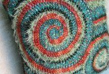 Cushion, Pillow, Pouf / by maryohbeautiful