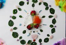 Kamienie i minerały, Mandale / Świat w którym łączę moje widzenie dzieci ziemi, kamienie i minerały oraz kiedy łączę je z kwiatami i roślinami układając mandale. Oto portale świata wyobraźni, kreacji rzeczywistości, radość tworzenia.