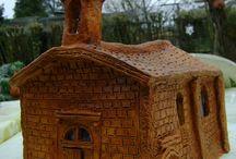 Pigeonniers et maisons en terre cuite
