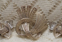 VJSE Group Team's Awesome Vintage Jewelry / by Winnie Lambert