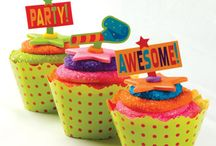 Fun Cupcakes For Party Treats / Fun ideas for Cupcake Party Treats that also add the the festive atmosphere. Be it a Bridal Shower, Birthday Party, Graduation, whatever the occasion, cupcakes can be a creative DIY treat that can't be beat. No fuss serving too!