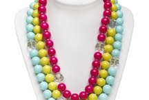 Inspiratie - Ibiza armbandjes / De trend van zomer 2012 is sieraden in vrolijke, felle kleurtjes met kleine bedeltjes.