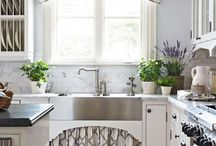 Kitchen | Window Treatment Inspiration / Inspirations to help with selecting window treatments for the kitchen and meals room. Whether it be drapes, sheers, pelmet boxes, valances, roller or roman blinds.