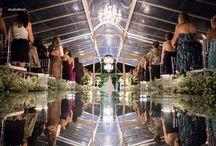 Passarela de espelho em casamento / Passarelas de espelho em cerimônia religiosa de casamento.