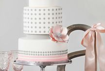 FABULOUS WEDDING CAKES!! / by Martha Fdez-Guillen