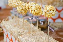 Thanksgiving Popcorn / Giving thanks for all things popcorn with these fun Thanksgiving crafts and recipes!