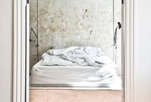 architectural scandinavian bedroom / Who doesn't love scandivanian interior design? This board gives inspiration for architectural bedrooms  with a danish minimalistic and brutalistic look.