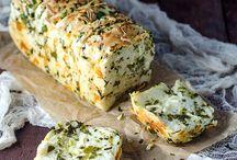 brød med hvitløk og urter