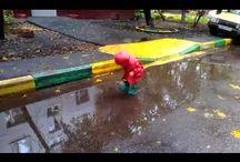 Непромокаемая и флисовая одежда ТИМ / Боитесь выходить на улицу после дождя? Верхняя одежда постоянно пачкается и не отстирывается? Вы быстро забудете об этих и других проблемах с непромокаемой одеждой ТИМ.  А удобный и практичный флисовый костюм станет любимой вещью в гардеробе ребенка прохладным летом или ранней осенью. Зимой его можно носить как поддеву под комбинезон.   Предлагаем вам непромокаемые полукомбинезоны, куртки и варежки/краги, а также удобные и практичные флисовые костюмы. Заходите и заказывайте - http://timkid.ru/