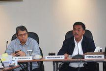 Eksekutif dan Legislatif Bahas RAPBD Hasil Evaluasi Kemendagri /  Jajaran Eksekutif dan Legislatif Provinsi DKI Jakarta melakukan pembahasan Rancangan Anggaran Pendapatan dan Belanja Daerah (RAPBD) Tahun 2015 hasil evaluasi Kementerian Dalam Negeri (Kemendagri), di gedung DPRD DKI Jakarta, Rabu (18/3/2015). Pihak Kementerian Dalam Negeri memberikan waktu hingga Jumat mendatang untuk dilakukannya pembahasan bersama ini.