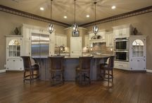 Traditional Design Ideas for your Kitchen / Traditional Custom Cabinetrty