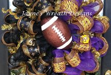 Wreaths to make and sell / by Darcee Ledet