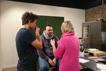 Einfach lecker - Die neue TVO-Kochshow / Einfach lecker-Die neue Kochshow mit Alexander Schütz und Christian Höreth in der nagelneuen Küche von Hertel.  Es beginnt mit der Erstausstrahlung am 6. Dezember.