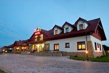 Hotel *** Dwór Choiny / Zapraszamy do odwiedzenia wnętrza trzygwiazdkowego hotelu Dwór Choiny! To niezwykłe miejsce położone w Kazimierzówce - 10 km od centrum Lublina przy trasie na Zamość/Chełm.   Zapraszamy do odwiedzenia naszej strony internetowej http://www.dworchoiny.pl   ---   Welcome to our three star hotel Dwor Choiny! The hotel is located in Kazimierzowka - 10 km from the center of Lublin (Poland). See our web site: http://www.dworchoiny.polturizm.eu/en.html