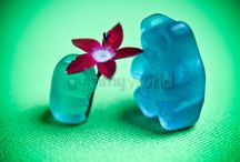 Gummy Bear Art Photography / {www.jenicesgummyworld.com}  I am a self-professed gummy bear paparazzo. Not really a necessary job in this world, but certainly delightful! Welcome to Jenice's Gummy World and enjoy being a kid again…