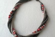 Kötött nyakláncok