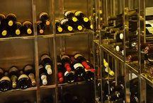 La bodega del Restaurante Aitzgorri / Hemos hecho una cuidada selección de vinos para que la comida sea perfecta. Blancos, rosados y tintos. En el Aitzgorri acertarás con el vino.