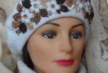 Вязаные шапки и варежки с объемной вышивкой / Вязаные изделия с вышивкой