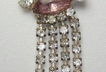 Vintage Brooches / Jewels