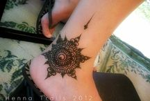 Mehndi / I love the smell of mehndi. I love the way it makes my hands n feet look beautiful.