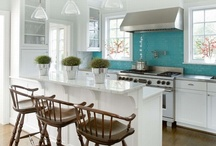 Cucine ❀ / Oggi la cucina non è solo un luogo dove cucinare e basta, forse è la stanza che si vive quotidianamente di più. Allora perché non viverla in maniera organizzata e armoniosa con il resto della casa?