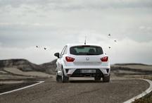 SEAT Ibiza Cupra - Milujte město / NOVÝ SEAT IBIZA CUPRA je zrozen pro úchvatnou jízdní dynamiku, která tvoří podstatu značky SEAT. Jeho ostrý vzhled a charismatický design doplňuje výkonný motor s automatizovanou dvouspojkovou převodovkou DSG, s možností manuálního řazení pádly na volantu, a na přání dodávané závodní brzdy AP Racing, které podtrhují sportovní charakter tohoto vozu.