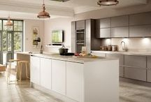 White Kitchen / Ever popular white kitchens are a timeless classic and work well with different decorating styles.  They look clean and give a sense of order and serenity. You can personalise the space by accessorising with easy to change splashes of colour and texture as you wish.