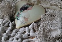 Antique lace and Tablecloths / Jewellery