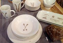 Art de la table / Une sélection de vaisselle, de verres, de couverts, de napperons, de nappes importée de France et unique au Canada.