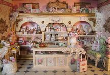 Dolls, dollhouses and miniatures