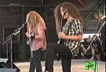Best Guitar players. / Metallica er nok blitt mere uoppnålige for fansen og få kontakt med tror jeg.Er blitt så store. Megadeth,har jeg iallefall fått svar av Kiko noen ganger på chat og Dave med en anlednlig her.Men mange inbitte Metallica fans har stryke meg som venn for jeg liker Megadeth også.Versågod sier jeg.Er tom foreløbig