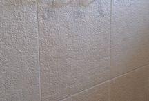 Dalles antidérapantes pierre reconstituée, grénaillées / Dalle béton grenaillée (fabrication en pierre reconstituée) rectangulaire 80 x 50 cm et carrée 50 x 50 cm, qualités antidérapantes.