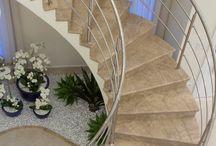 Escadas,  ambiente e decoração