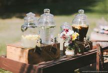 Stół z lemoniadą