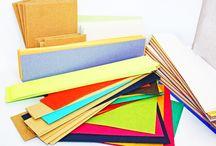 Chutes de papier en Vrac au kilo / Tous nos papiers mesurent entre 70x100 et 70x115cm. Lorsque nous coupons nos papiers pour la création de nos produits, nous avons beaucoup de chutes dans tous les formats et tous les grammages. En vous proposant nos chutes en vrac, cela permet de ne pas jeter le papier, qui permet de réaliser de nombreux projets à petits prix : carterie, loisirs créatifs, scrapbooking, beaux arts, ... Vous