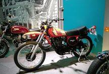 ヤマハの至宝、SRのご先祖様(にしては全然形が違うじゃないか)として有名なXT500。勝手な事を言わせて貰えば、今時にこんなバイクがあったら魅力的でしょうね・・某オレンジの外車があるか。 It's XT500. I feel a strong attraction it. #motorcycle #yamaha #xt500 #バイクの日写真