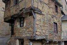 Bymiljø i midelalderen / folkeliv  og gatemiljøer, boliger og innredning, handels- og håndverksmiljøer i middelalderens Nordeuropeiske bysentra