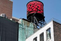 Tour New York: Water Towers / A distinctive feature of many of the NYC's buildings, wooden roof-mounted water towers are an iconic emblem when sightseeing in New York.