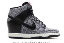 Sepatu Nike Sneakers Original www.simplisports.com /  Abad ini hampir semua orang pria dan wanita, tua muda menyukai dan memakai sepatu jenis sneakers, sepatu ini menjadi pilihan karena gaya, nyaman, banyak model, lincah, cocok untuk banyak suasana,  sepatu Sneakeres juga gampang dibeli karena dijual denga harga yang terjangkau.  Bagi Anda tua-muda jangan ragu memakai Sepatu Sneakers karena ada banyak pilihan dan model. Sepatu sneakers wanita dan sepatu sneakers pria ORIGINAL bisa Anda beli di simplisports.com - Selamat Berbelanja.