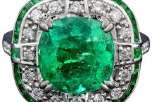 || green emerald engagement rings ||