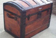 Сундуки и чемоданы