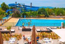 Camping Domaine des Naiades, Lazurowe Wybrzeże, Francja / Camping Domaine des Naiades to nasza kolejność nowość na sezon 2016. Wyposażony w świetne baseny i położony tuż obok znanych kurortów południa Francji: Port Grimaud, St Tropez i Frejus oferuje wyjątkowe wakacje dla dużych i małych w pobliżu pięknych, śródziemnomorskich plaż. Po więcej kliknijcie tutaj: http://bit.ly/1WKdrUJ