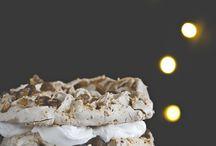Re-Cake 2.0 / Cos'è Re-Cake? Ogni mese cerchiamo nel web qualche foto di preparazioni dolci o salate particolari, che ci ispirino e ci stimolino. Generalmente sono ricette in lingua straniera, che traduciamo e riadattiamo per Re-Cake.