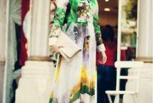 Tesettür Elbise / Dekolteden uzak tesettür abiye ve elbise tasarımlarının bir arada bulunduğu tesettür çizgisiyle modernize olduğu tesettür elbise modelleri artık bir tık uzaklıkta hesnamoda.com hizmetiyle evlerinizde. Bu uzun elbiseler gardroplarınızın en gözde parçaları haline gelecek ve üzerinizden çıkarmak istemeyeceksiniz. Tesettür giyim konusunda yenilikleri takip edenlerdenseniz ve modern bir tarzınız varsa bizi takip ederek sezon trendlerini hesnamoda.com farkıyla yakalayabilirsiniz.
