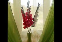 květy z krepaku