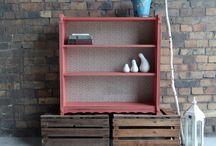 Bücherregale / Bücherregale können wunderschöne Farb-Akzente in Deiner Wohnung setzen. Die Regalinnenflächen lassen sich phantasievoll mit korospondierenden Mustern oder einer zweiten Farbe gestalten.