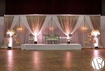 Great Gatsby Weddingstage / GREAT GATSBY WEDDINGSTAGE  Luxe gouden stoffen, romantische bloemen en sfeervolle kroonluchters. Een unieke combinatie van klassieke luxe en stijlvol design.  Onze nieuwe weddingstage voor de stijlvolle bruid!