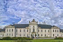 Radzyń Podlaski - Pałac Potockich / Pałac Potockich w Radzyniu Podlaskim wybudowano na przełomie XVII-XVIII w. i przebudowano w latach 1750-59. Obecnie właścicielem jest Urząd Miasta, mieści się tam m. in. sąd.