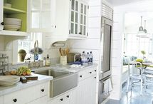 Kitchens / by MeeA Parkins