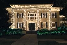 Christmas Time / Mount Dora at Christmas is like stepping into a storybook.  The thousands lights, holiday programs and even snow make this a must during the Christmas season.